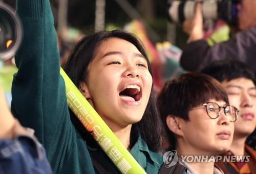 차이잉원 후보 유세장의 젊은 지지자 | AP=연합뉴스
