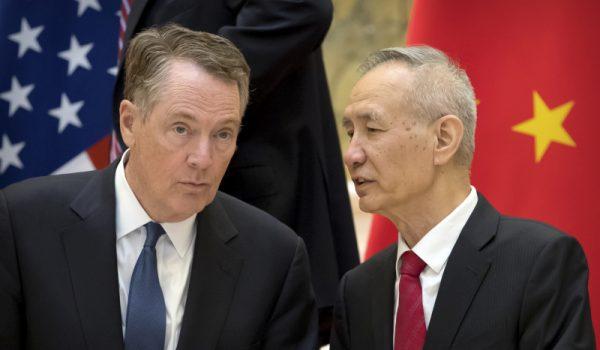 미국 무역대표부(USTR) 로버트 라이트하이저 대표(왼쪽)와 중국 류허(劉鶴) 경제 부총리 | AP=연합뉴스