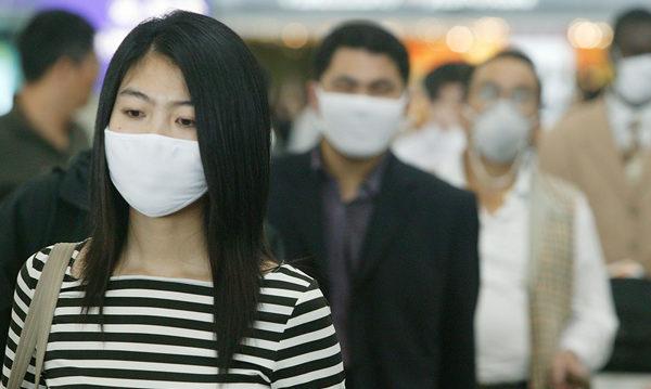 기사와 관련 없는 자료 사진. 홍콩에서 마스크를 쓴 채 다니는 사람들 | Christian Keenan/Getty Images