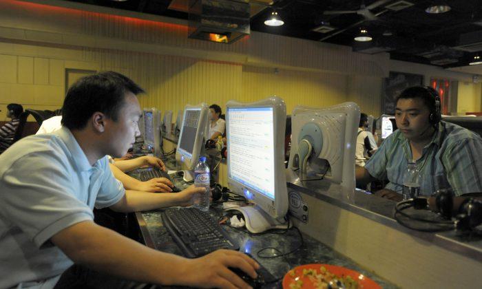 프리덤하우스의 2014년 인권보고서에 따르면, 중국의 인터넷 통제는 세계에서 가장 엄격하다고 한다. 사진은 베이징의 인터넷 사용자들. 2009. 6. 3. | Liu Jin/AFP/Getty Images