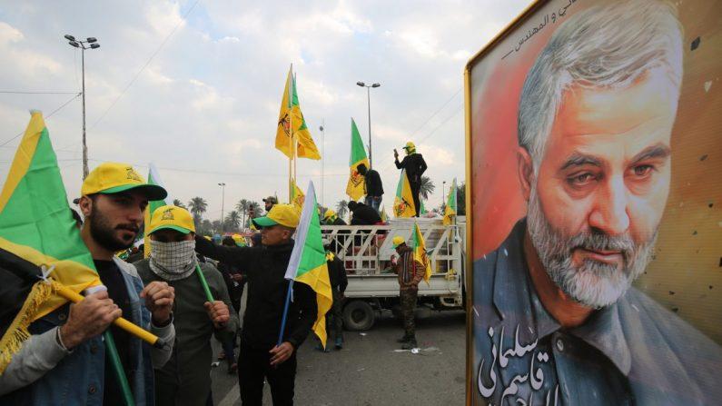 이라크 내 헤즈볼라 지지자들이 카셈 솔레이마니 이란 혁명수비대 쿠드스군 사령관 장례식에 참석했다. | AFP=연합뉴스