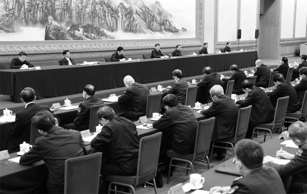 시진핑(習近平) 중국 국가주석이 23일 베이징에서 열린 신종 코로나 바이러스 예방·통제와 경제·사회 발전에 관한 회의에 공산당 지도부와 함께 참석하고 있다. | 베이징 신화=연합뉴스