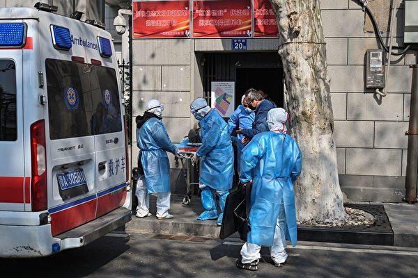 신종 코로나가 확산하면서 사망자 수가 급증하고 있고, 우한의 화장장은 24시간 풀타임 가동하고 있다. | HECTOR RETAMAL/AFP via Getty Images