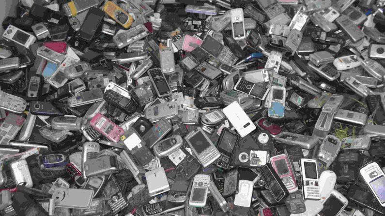 폐기되는 휴대폰 | 바이두 화면 캡처