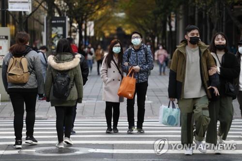 [좌] 타이베이 거리의 행인들   EPA=연합뉴스