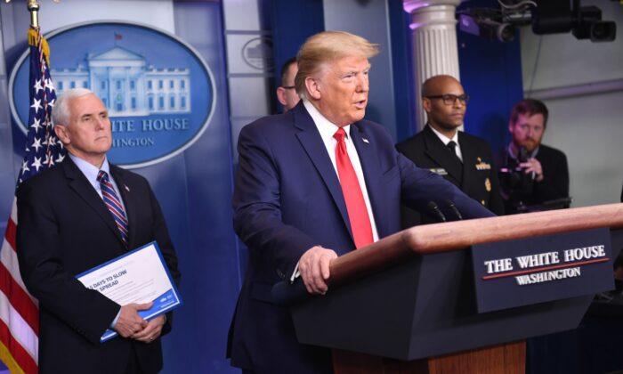 도널드 트럼프 대통령이 백악관에서 중공 바이러스에 대해서 연설하고 있다. 2020.3.22    Eric Baradat/AFP via Getty Images