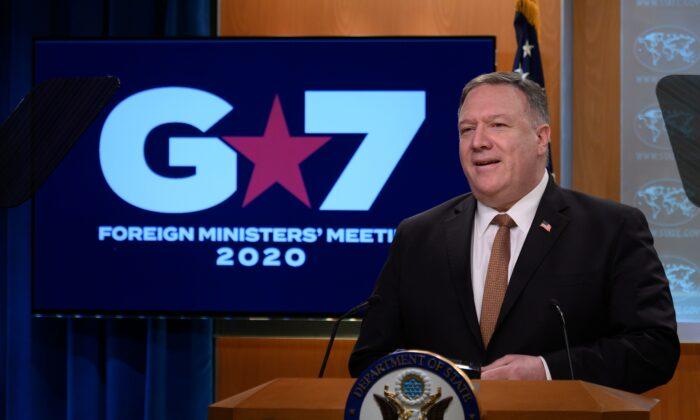 마이크 폼페이오 미국 국무장관이 워싱턴 DC, 국무부 기자회견에서 연설하고 있다. 2020. 3. 25.   ANDREW CABALLERO-REYNOLDS/AFP via Getty Images