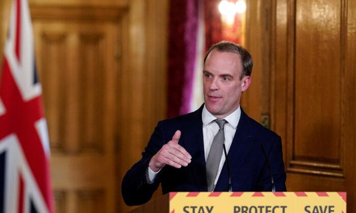 도미닉 랍 영국 외무장관이 영국 런던 다우닝가 10번지에서 열린 일일 코로나바이러스 기자회견에서 연설하고 있다. 2020. 4. 16. | Andrew Parsons/10 Downing Street/Handout via 로이터=연합뉴스