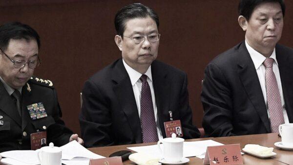 지난 2017년 10월 24일 중국 공산당 19차 당대회에 참석한 자오러지 중국 공산당 중앙기율위원회 서기(가운데) | WANG ZHAO/AFP via Getty Images