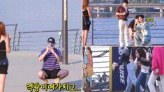 길거리에서 사진 촬영 부탁받은 한국인들 자세 '종특'