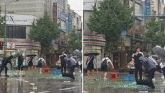 쏟아지는 비에도 소주병 파편 힘 모아서 다 치우고 떠난 포항 시민들
