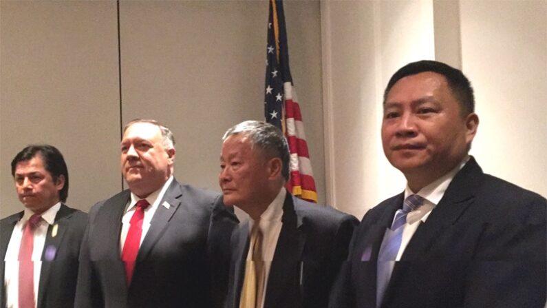 마이크 폼페이오 미 국무장관(왼쪽에서 두번째)과 중국의 저명한 민주운동가 웨이징성(오른쪽에서 두번째) | 웨이징성 제공