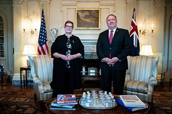 호주 머리스 페인 외무장관(왼쪽)과 마이크 폼페이오 미 국무장관   ALEXANDER DRAGO/POOL/AFP via Getty Images 연합뉴스