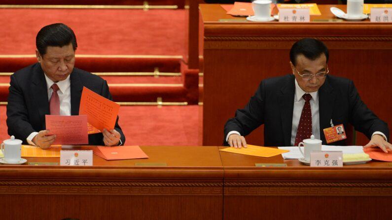 시진핑 중국 공산당 총서기와 리커창 국무원 총리(오른쪽) | GOH CHAI HIN/AFP/Getty Images
