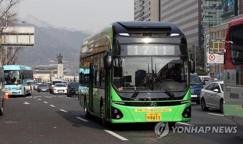 사진은 기사 내용과 직접 관련 없음. 서울 시내에 운행 중인 전기버스 | 연합뉴스