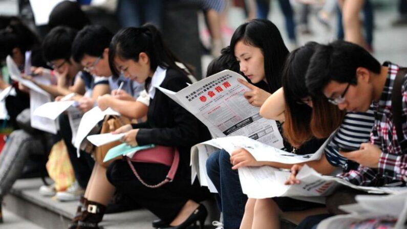 중국 대학생들이 역대급 실업난에 처해 있다. | 에포크타임스