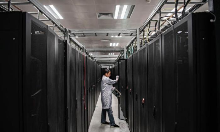 중국 공산당 관영 매체는 '반도체 자립'을 장려하는 기사를 보도했고 당국은 반도체 칩 산업에 거액을 투자하고 있다. 사진은 화웨이 실험실. | Kevin Frayer/Getty Images