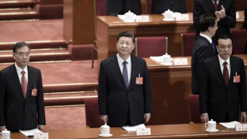 시진핑 중국 공산당 총서기(가운데)와 리커창 중국 국무원 총리(오른쪽) | WANG ZHAO/AFP via Getty Images