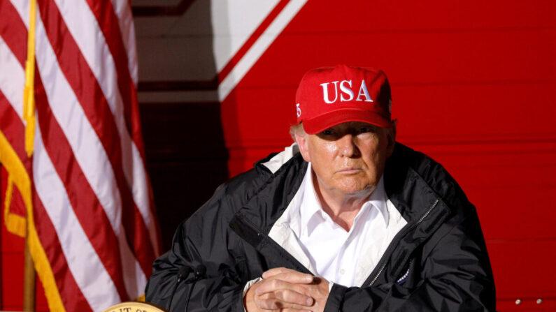 도널드 트럼프 미국 대통령이 2020년 8월 29일 허리케인 로라로 피해를 입은 미국 루이지애나주를 방문해 브리핑 하고 있다. | 로이터=연합뉴스