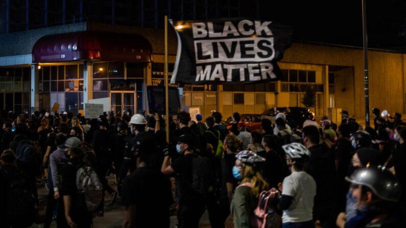 9월 7일(현지시각) 미국 뉴욕 로체스터에서 '흑인생명도 소중하다'(BLM) 시위대가 행진하고 있다.   AFP=연합뉴스