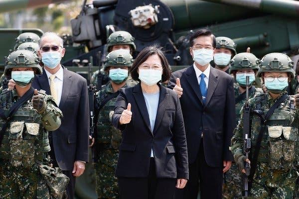 중화민국(대만) 군부대를 시찰하는 차이잉원 대만 총통 | EPA=연합뉴스