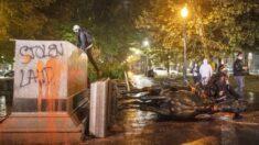 """미 흑인차별 반대 시위대, 노예해방한 링컨 동상 파괴…경찰 """"폭동"""""""