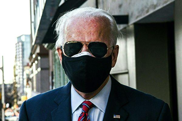 미국 민주당 조 바이든 대선후보가 2020년 11월 23일 델라웨어주 윌밍턴에서 열리는 미국 시장회의에 참석하기 위해 이동하고 있다.   CHANDAN KHANNA/AFP via Getty Images=연합