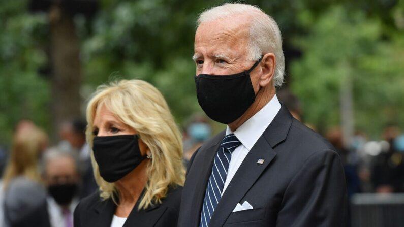 미국 민주당 대선 후보 조 바이든(오른쪽)과 아내 질 바이든 | ANGELA WEISS/AFP via Getty Images·연합