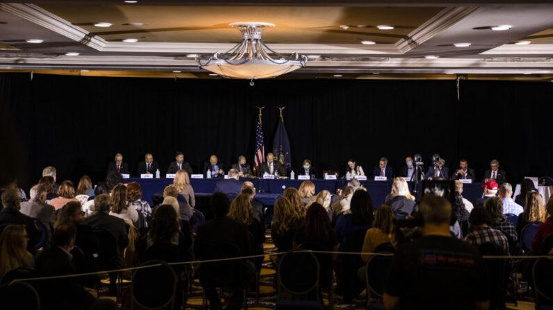 지난 11월 25일(현지 시각) 미국 펜실베이니아주 게티즈버그 윈담 호텔에서 열린 공화당 청문회. 2020 대선 부정선거에 관한 내용이 논의됐다. | Samuel Corum/Getty Images