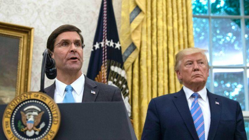 도널드 트럼프 대통령(오른쪽)과 마크 에스퍼 미 국방장관 | Nicholas Kamm/AFP/Getty Images 연합