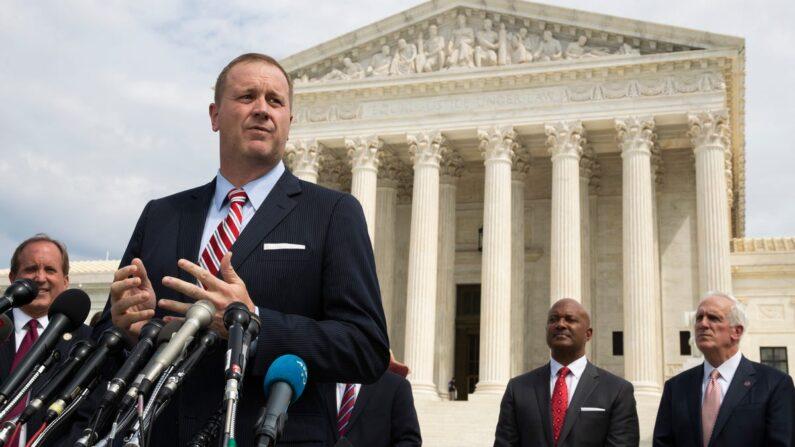 텍사스주 소송 지지의사를 밝힌 17개 주를 대표하는 에릭 슈미트 미주리주 법무장관 | AP·연합