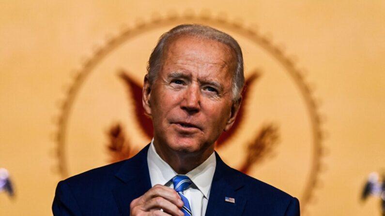 조 바이든 민주당 대통령 후보가 2020년 11월 25일(현지시각) 미국 델라웨어주 윌밍턴 퀸시어터에서 추수감사절 연설을 하고 있다.   Chandan Khanna/AFP via Getty Images·연합