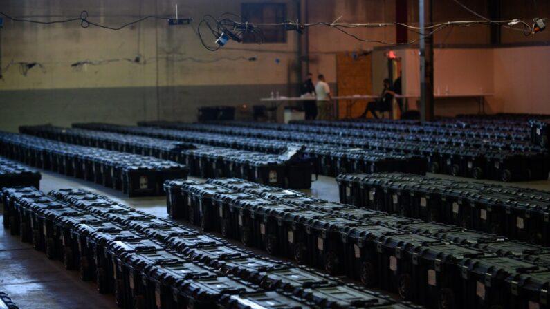 2020년 미국 대선 투표지와 선거자료 등이 보관돼 있다.   Jeff Swensen/Getty Images