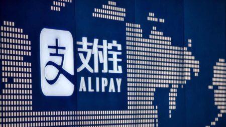 트럼프, 위챗·알리페이 등 중공 연계된 8개 중국앱 퇴출 명령