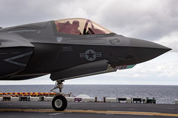 1월 12일 미국 USS 상륙 작전함에서 작전 수행 중인 F-35B 스텔스 전투기 | 미국 인도∙태평양 사령부 트위터