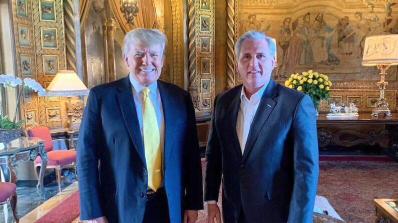 도널드 트럼프 전 미국 대통령과 케빈 매카시 공화당 하원 원내대표가 플로리다 팜비치의 마라라고 리조트에서 만났다. | 트러프 팀