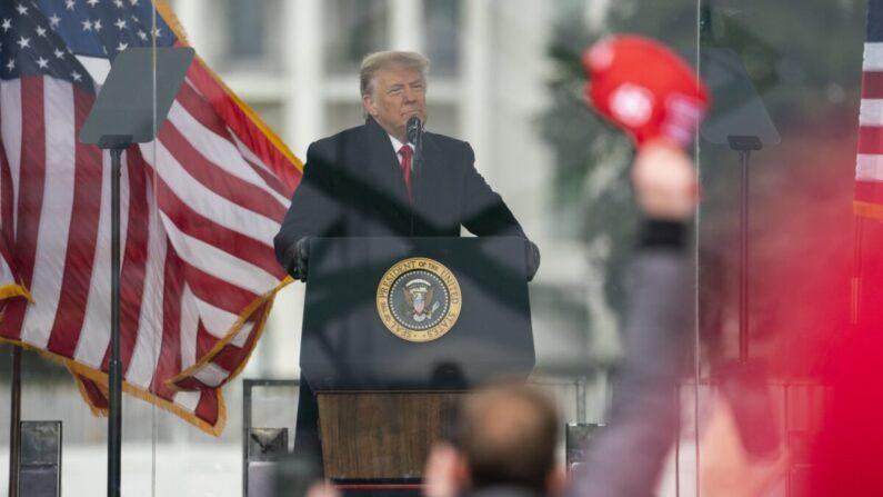 도널드 트럼프 미국 대통령 1월 6일(현지시각) 워싱턴DC에서 열린 집회에서 연설하고 있다.   AP=연합