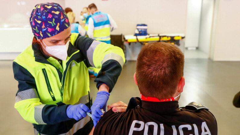 스페인 코로나19 백신 접종 현장 | 로이터=연합뉴스