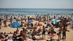 """영국 과학자 """"인파 가득한 해변에선 코로나19 감염 없다"""""""