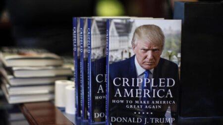 BLM 운동가, 도서관서 해고…보수작가 책 빼돌려 불태운 혐의