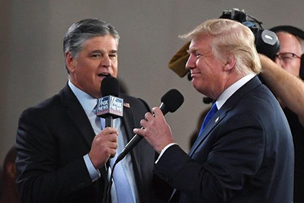 2018년 9월 20일 폭스뉴스의 간판 앵커 숀 해니티가 라스베가스 컨벤션센터에서 도널드 트럼프 당시 미국 대통령을 인터뷰하고 있다. | Ethan Miller/Getty Images