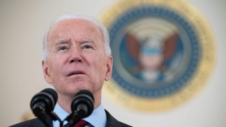 조 바이든 미국 대통령이 미국 내 중공 바이러스(코로나19) 감염자 사망자가 50만명을 넘어선 것에 대해 발언하고 있다. 2021.2.22 | SAUL LOEB/AFP via Getty Images
