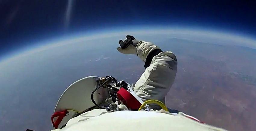 우주에서 지구로 떨어진 남자가 마지막으로 남긴 말 (영상)