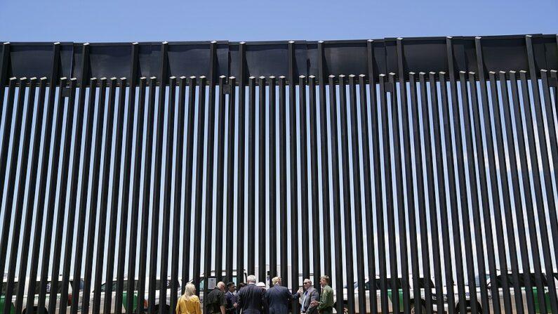 미국-멕시코 국경지대에 건설된 국경장벽 일부 |  AP=연합뉴스