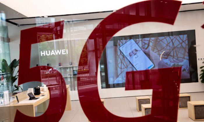 중국 베이징에 있는 화웨이 매장. | Nicolas Asfouri/AFP via Getty Images