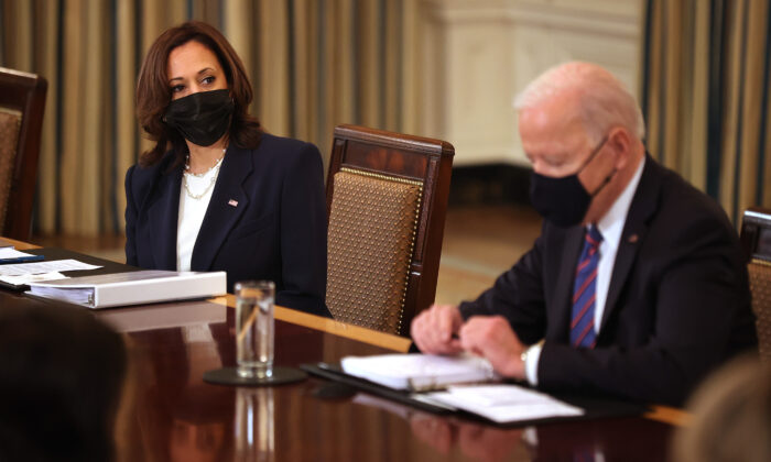카멀라 해리스 미국 부통령(좌), 조 바이든 대통령(우). 2021.3.24 | Chip Somodevilla/Getty Images