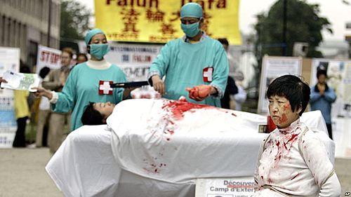 중국 강제 장기적출을 고발하는 시연 | AP=연합