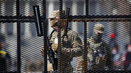 미 의사당 주방위군 50명, 불량한 배급 식사에 위장병 치료