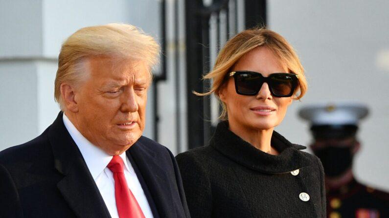 트럼프 당시 대통령과 영부인 멜라니아가 지난 1월 20일(현지시각) 백악관을 떠나고 있다. | MANDEL NGAN/AFP via Getty Images