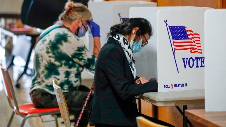미국 위스콘신주 커노샤 주민들이 작년 11월 미국 대선 사전 투표를 하고 있다. 2021.10.20 | AP 연합뉴스